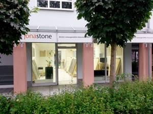 jonastone-Musterschau-Muenchen-Aussenansicht-frontal-02